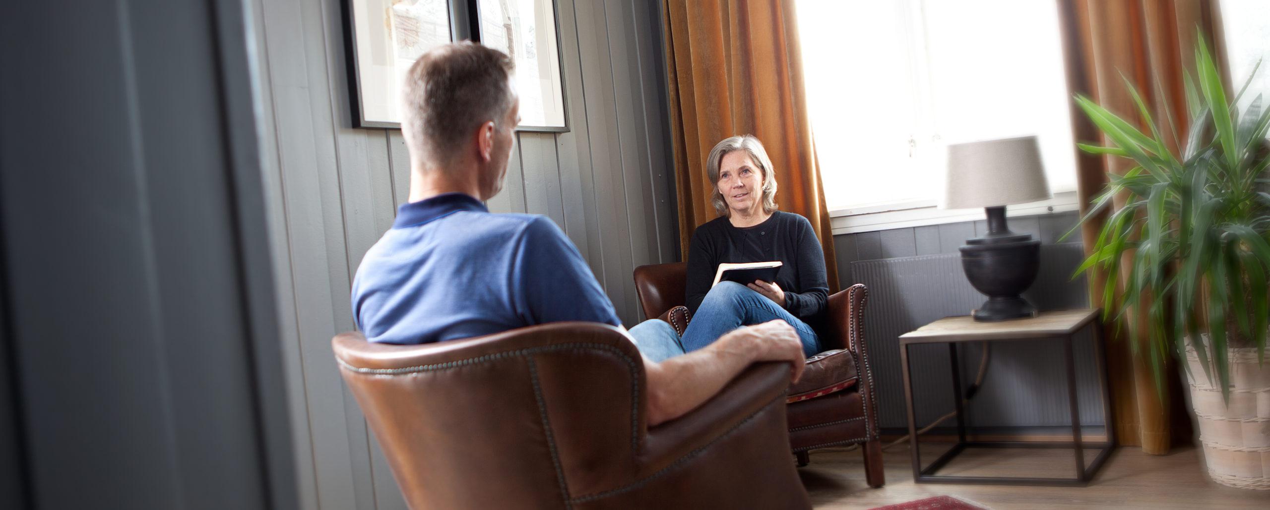 Terapeut Kia og pasient under metakognitiv terapi, Snøhetta Terapi