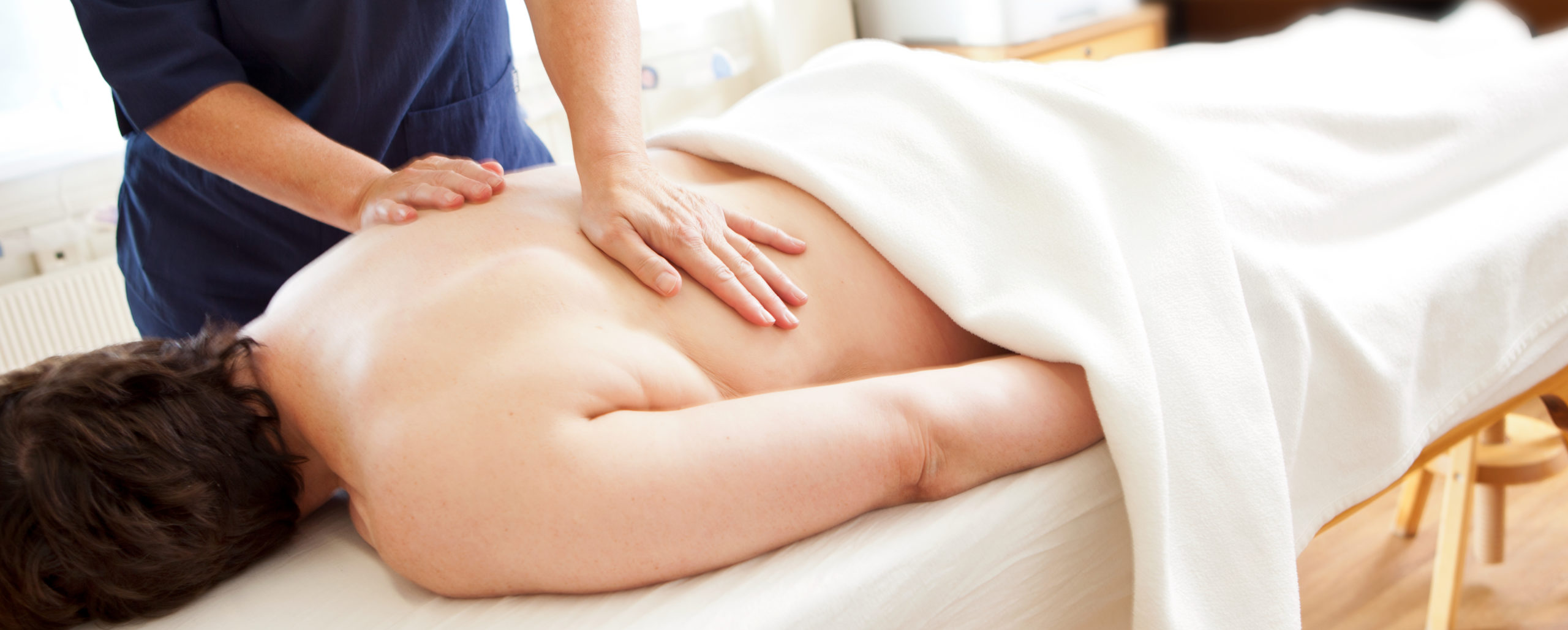 Psykomotorisk fysioterapi er en kombinasjon av samtale og fysikalsk behandling som bevegelse, øvelser, massasje og berøring - Snøhetta Terapi